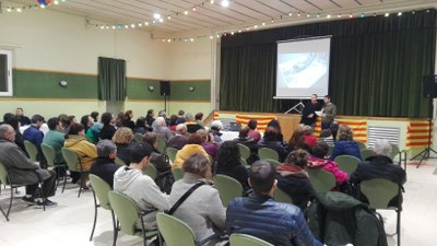 Una seixantena de persones a la presentació dels quaderns 'Llum' a Sant Pere Molanta