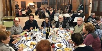 Una seixantena de persones han participat aquest dimecres en la xatonada del Casal d'Avis de Moja
