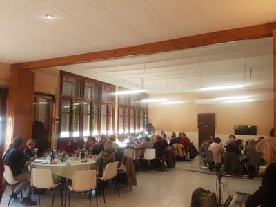 Una setantena de persones participen en el dinar de Nadal del Casal d'Avis de Moja