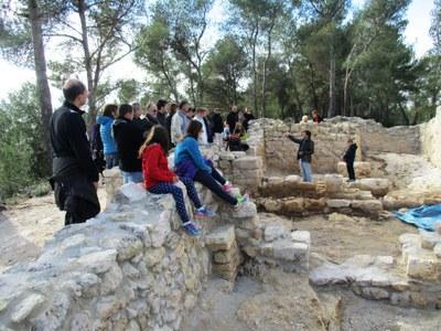 Una trentena de persones han gaudit aquest dissabte de la detallada visita guiada al Pla dels Albats