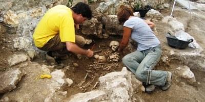 Una visita i taller al Conjunt d'Olèrdola permetrà  conèixer aquest diumenge què ens expliquen 1.000 anys després unes restes òssies