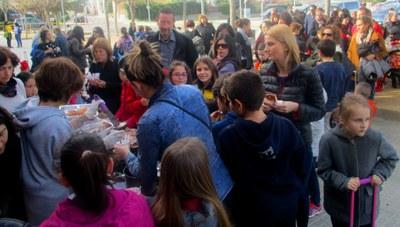 Una xocolatada solidària a l'escola Circell recapta 406 € per a la investigació del càncer infantil