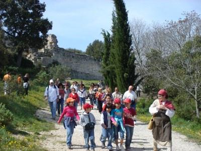 Guisla mostra el Parc d'Olèrdola i les propietats de plantes remeieres