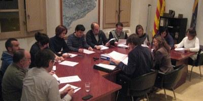El ple rebutja la reforma de l'Administració Local i confirma les contribucions per a fer les obres del carrer Major