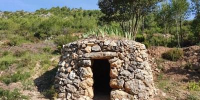 Ruta de  barraques de pedra seca, a prop del Castell